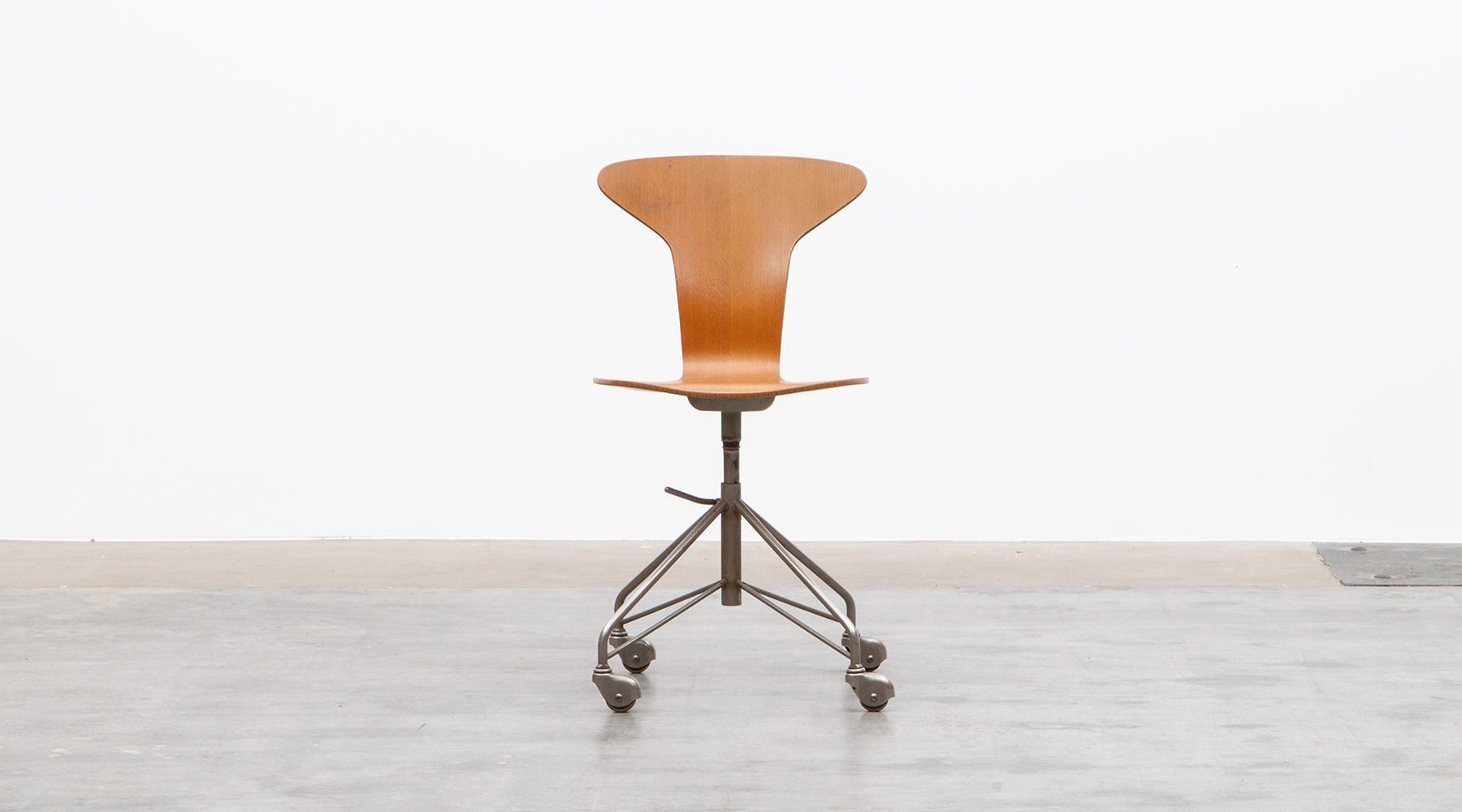 swivel chair (b)