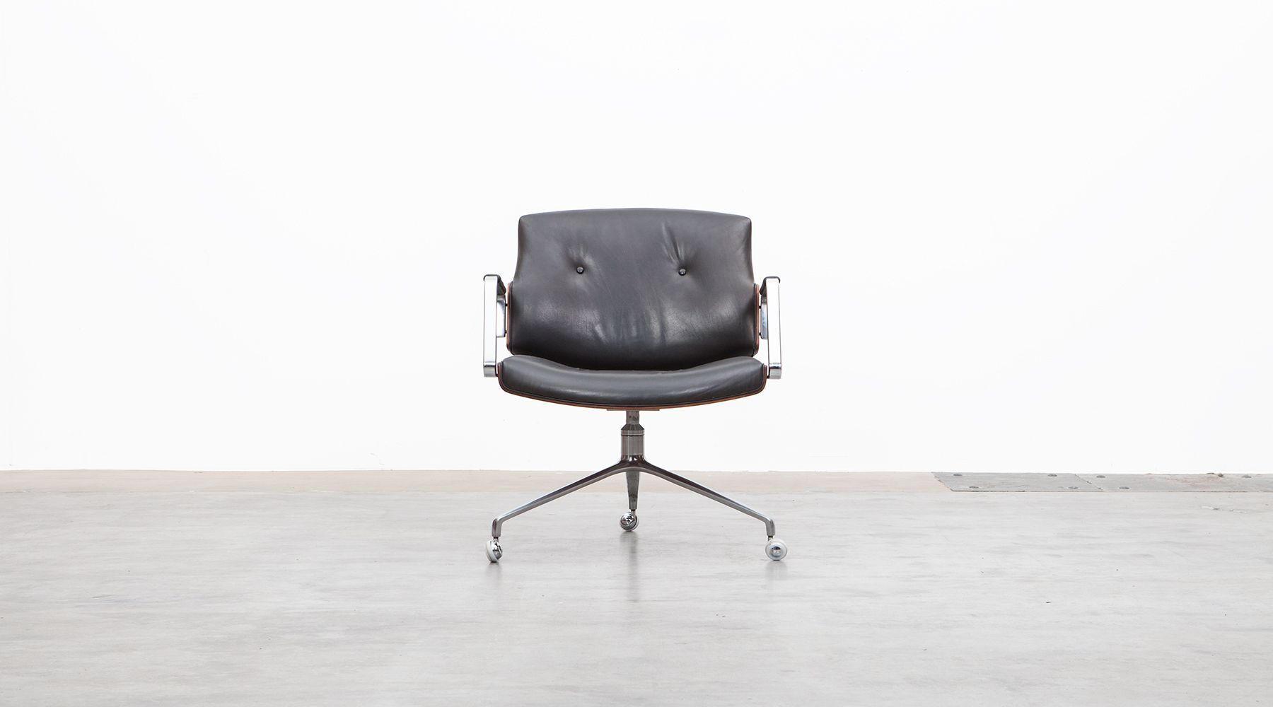 swivel chair (c)